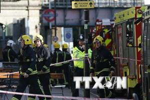 Lửa lan rộng trong vụ nổ tại tàu điện ngầm ở London