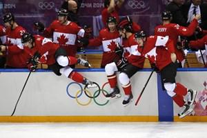 Hockey Canada phá vỡ kỳ tích tồn tại 26 năm của Liên Xô