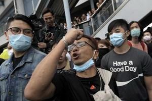 Biểu tình tại Hong Kong nhắm vào người mua hàng Trung Quốc
