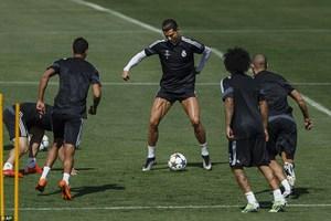 Cristiano Ronaldo khoe cơ bắp cuồn cuộn nghênh chiến Juventus