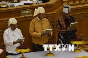 [Video] Tổng thống đắc cử Myanmar Htin Kyaw tuyên thệ nhậm chức