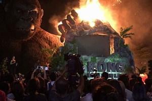 """[Video] Sân khấu ra mắt """"Kong: Skull Island"""" ở TP.HCM cháy rụi"""