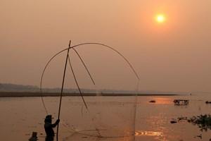 """Cuộc đua thủy điện bất chấp cảnh báo thảm họa """"tan rã"""" sông Mekong"""