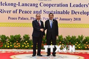 Chuyên cơ chở Thủ tướng Nguyễn Xuân Phúc đã tới Campuchia