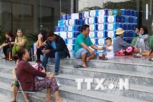Nhiều cư dân của chung cư Carina Plaza chuyển đồ tìm nơi ở khác