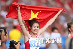 """Chủ tịch MTTQ tặng quà """"cô gái Vàng của điền kinh Việt Nam"""""""