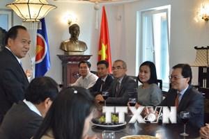 Đại sứ Lào tại Geneva chúc mừng nhân dịp Quốc khánh Việt Nam