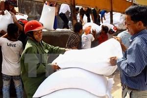 Hỗ trợ gạo cho người dân vùng bị ảnh hưởng do bão số 12 và mưa lũ