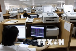 Thị trường giao dịch trong tâm lý hưng phấn, VN-Index chạm mốc 970