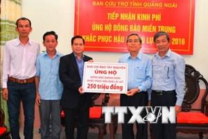 Ban chỉ đạo Tây Nguyên trao tiền hỗ trợ đồng bào vùng lũ Quảng Ngãi