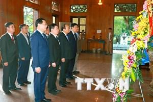 Thủ tướng đến dâng hương tưởng niệm Chủ tịch Hồ Chí Minh