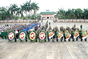 Đoàn cấp cao Quân đội Campuchia dâng hương tại Nghĩa trang Đức Cơ