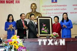 Nghệ An phát triển hợp tác nhiều lĩnh vực với các tỉnh của Lào