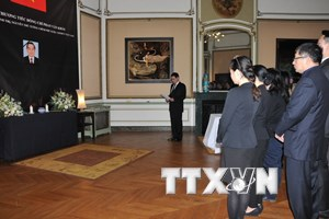 Lễ viếng nguyên Thủ tướng Phan Văn Khải tại Bỉ và Argentina