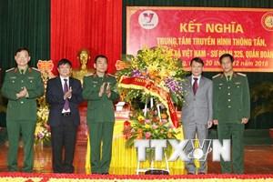 Đoàn đại biểu Thông tấn xã Việt Nam thăm và chúc mừng Sư đoàn 325