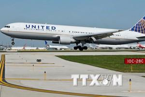 United Airlines tăng bồi thường, giảm lượng vé đặt quá số ghế