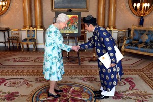 Đại sứ Việt Nam tại Anh trình Quốc thư lên Nữ hoàng Elizabeth II