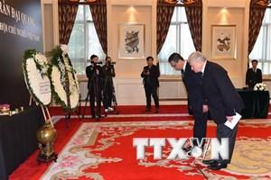 Vẫn còn có nhiều đoàn đến viếng Chủ tịch nước Trần Đại Quang