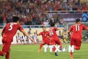 AFF Suzuki Cup 2018: Mưa cực lớn, tuyển Việt Nam phải lùi giờ tập