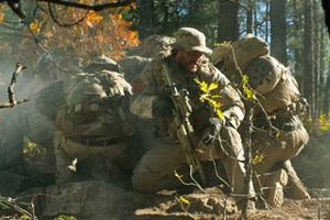 Lone Survivor: Sự khốc liệt đến trần trụi của chiến tranh
