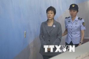 Cựu Tổng thống Hàn Quốc Pak Geun-hye bị tuyên án 25 năm tù giam