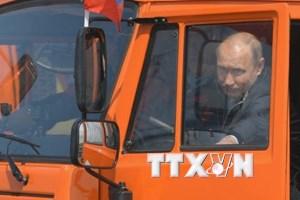 [Video] Tổng thống Nga Putin lái xe khánh thành cầu Crimea