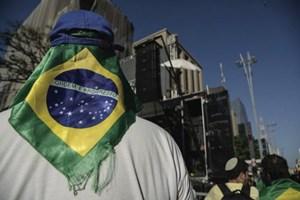 """Tin giả là """"mối lo thường trực"""" trong cuộc bầu cử Tổng thống Brazil"""