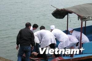 Bàn giao thi thể 8 nạn nhân vụ đắm tàu ở Hạ Long