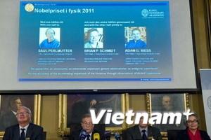 3 nhà khoa học giành giải Nobel Vật lý năm 2011
