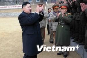Lính Triều Tiên trào lệ vì được Kim Jong-Un thăm