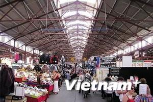 Cấp bách hỗ trợ người Việt kinh doanh ở Chợ Vòm