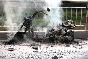 Xe máy lại bốc cháy