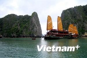 Đắm tàu du lịch ở Vịnh Hạ Long, 10 người mất tích