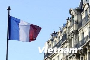 """Khủng hoảng nợ công đang """"rình rập"""" nước Pháp"""