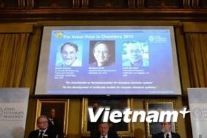 Ba nhà hóa học phân tử cùng giành Nobel Hóa học