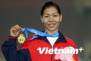 Vũ Thị Hương giành vàng ở đường chạy 200m