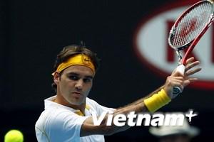 Federer tốc chiến tốc thắng, Wozniacki vượt khó