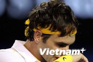 """Thảm bại trước Djokovic, Federer thành """"cựu vương"""""""