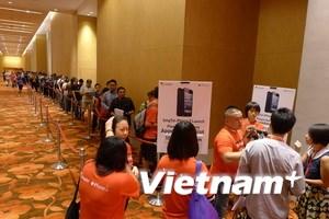 Cận cảnh xếp hàng dài háo hức chờ mua iPhone 5