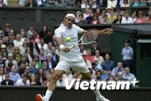 """Roger Federer bị """"sờ gáy"""" vì đi giày quá điệu đà"""