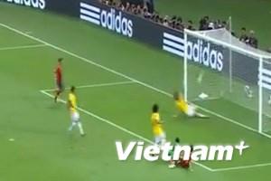 """Video pha cứu thua """"không tưởng"""" của David Luiz"""
