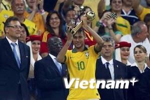 Neymar xuất sắc nhất giải, Torres nhận giày vàng