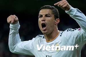 Ronaldo vượt van Nistelrooy