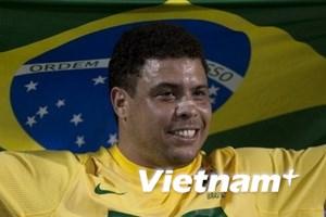 """Ronaldo """"béo"""" đá 15 phút trong trận đấu tôn vinh"""