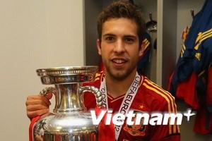 """Jordi Alba: Từ """"tay trắng"""" trở thành một nhà vô địch"""