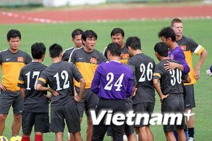 Tuyển Việt Nam buộc phải thay cặp hậu vệ cánh mới