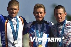 Lance Armstrong trả lại huy chương đồng Olympic