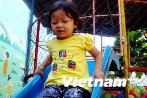 Bé Hồ Thị Thúy Ngân đã được đi học trường công