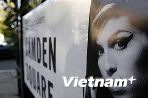 Cha Amy Winehouse lập quỹ từ thiện mang tên con