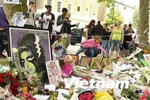 Bạn bè, người thân tiễn biệt ca sĩ Amy Winehouse